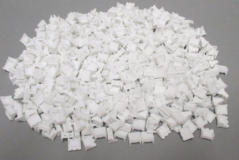 Večja količina maloserijskih izdelkov, izdelanih s tehnologijo SLS