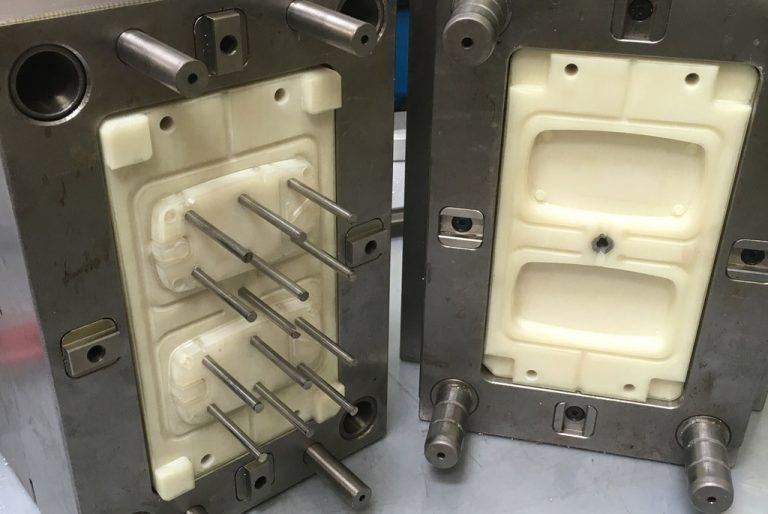 3D tiskan vložek, vstavljen v standardno orodno ohišje.